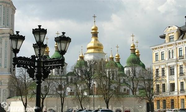 Решением Киевсовета в 2003 году земучасток площадью 0,1 га был предоставлен в аренду частной структуре для строительства жилого дома