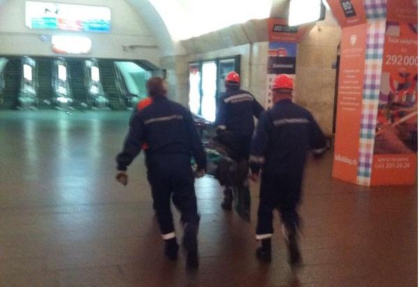 По данным спасателей нетрезвый мужчина не удержался на ногах из-за чего упал под проезжающий поезд