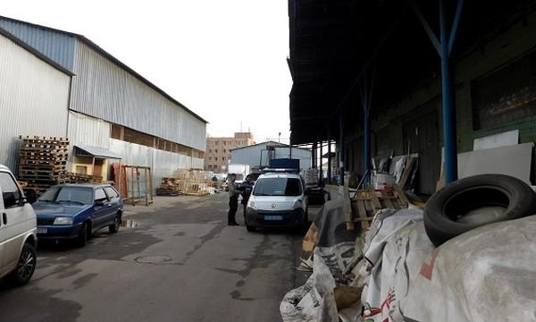 Повредив стену ангара, правонарушители похитили две тонны орехов кешью