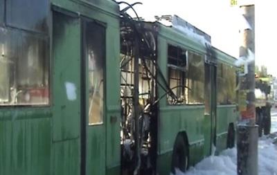 Троллейбус загорелся во время движения