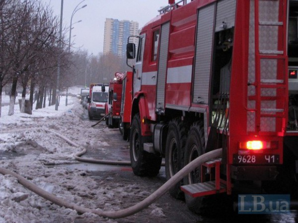 На месте происшествия работали спасатели двух пожарных частей Киева