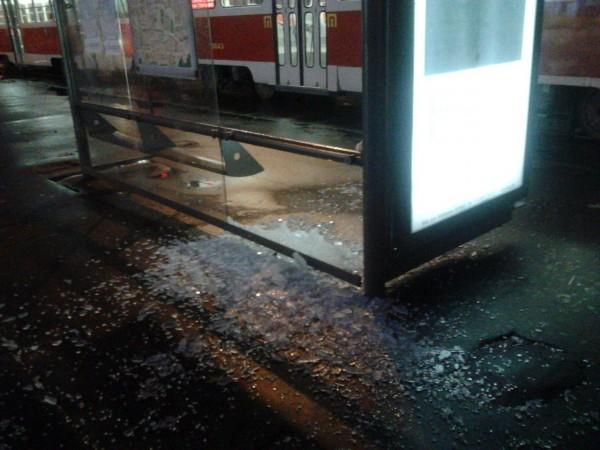 За последнее время это уже вторая разрушенная остановка общественного транспорта