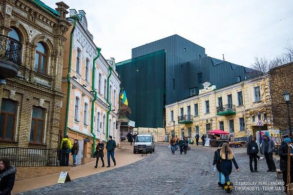 В исторической части города появилось странное здание, похожее на крематорий, оказалось, что это реконструированный театр