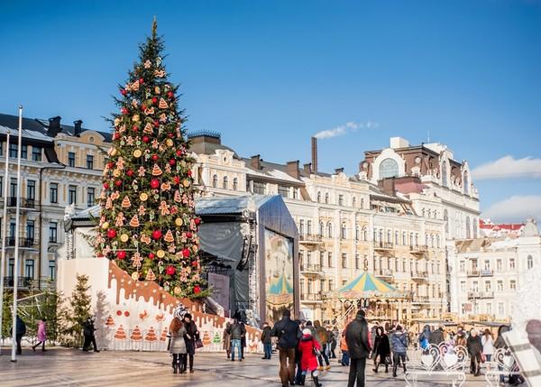 Новогоднюю елку в Киеве установят на Софийской площади уже 3 декабря, украшать ее будут около 1 тысячи игрушек с яворовской роcписью
