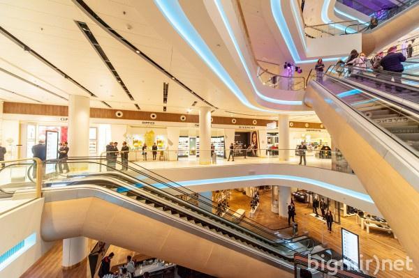 В универмаге, кроме популярных магазинов, можно увидеть разнообразные экспозиции