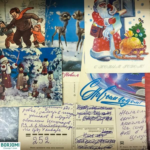 """В киевской галерее D12 открылась выставка """"Новый год за 100 лет"""", в рамках которой посетителям предлагают отмечать один из самых любимых праздников украинцев ежечасно: всего за 2 пары выходных дней праздник отметят 40 раз!"""