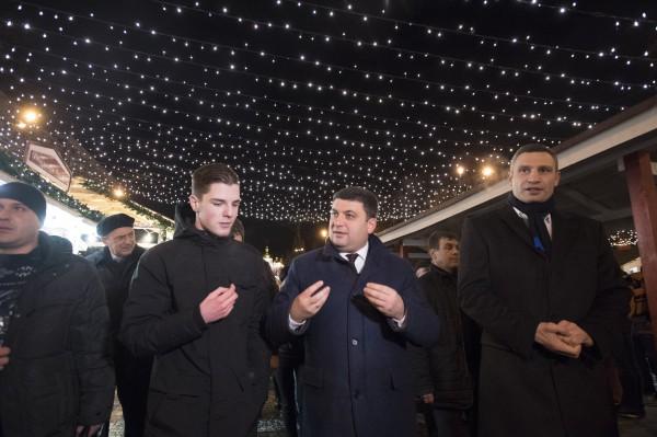 Кроме того, Владимир Гройсман и Виталий Кличко побыли по другую сторону прилавка в роли продавцов