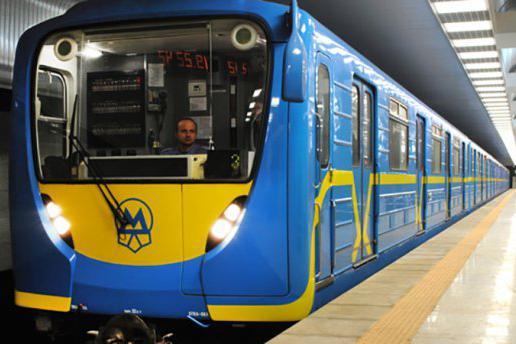 Киевский общественный транспорт будет 36 часов возить бесплатно. Но не всех