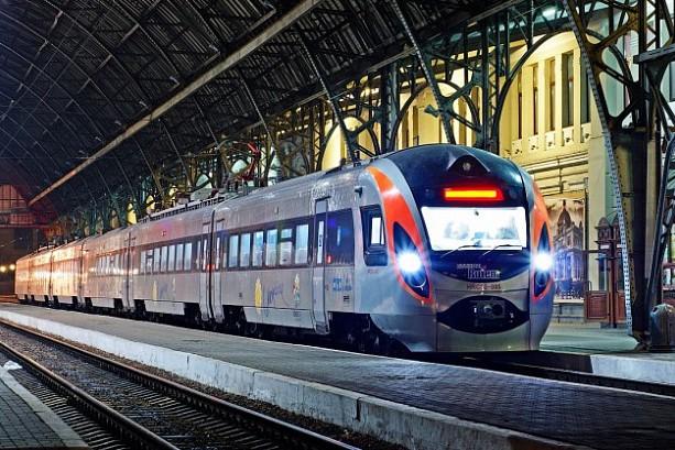 «Укрзализныця» назначила семь дополнительных поездов: список