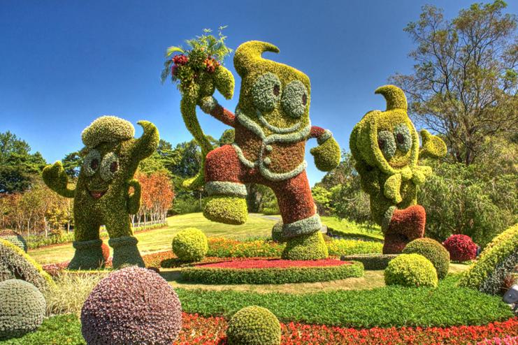 В столице открылась цветочная выставка гигантских скульптур. Фото