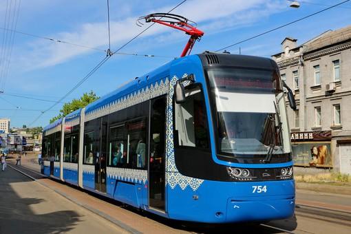 Как моют трамваи в Киеве. Видео