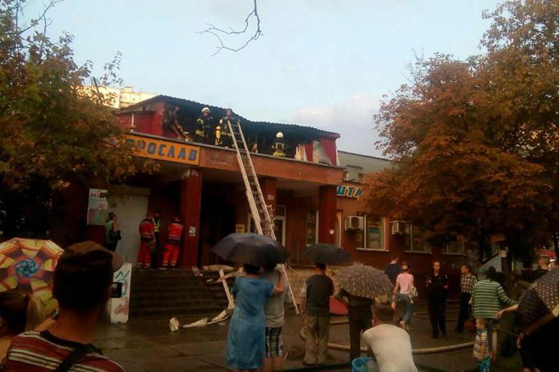 На Троещине сгорел хостел: пострадали люди