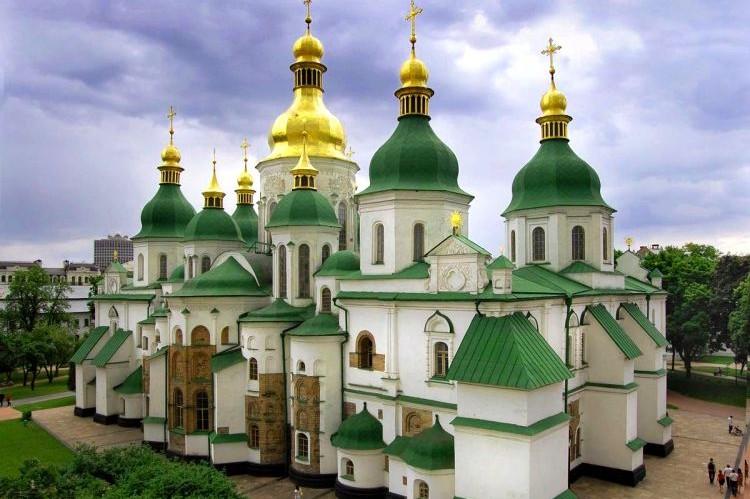 """Сегодня здание """"Софии Киевской"""" станет фиолетовым"""