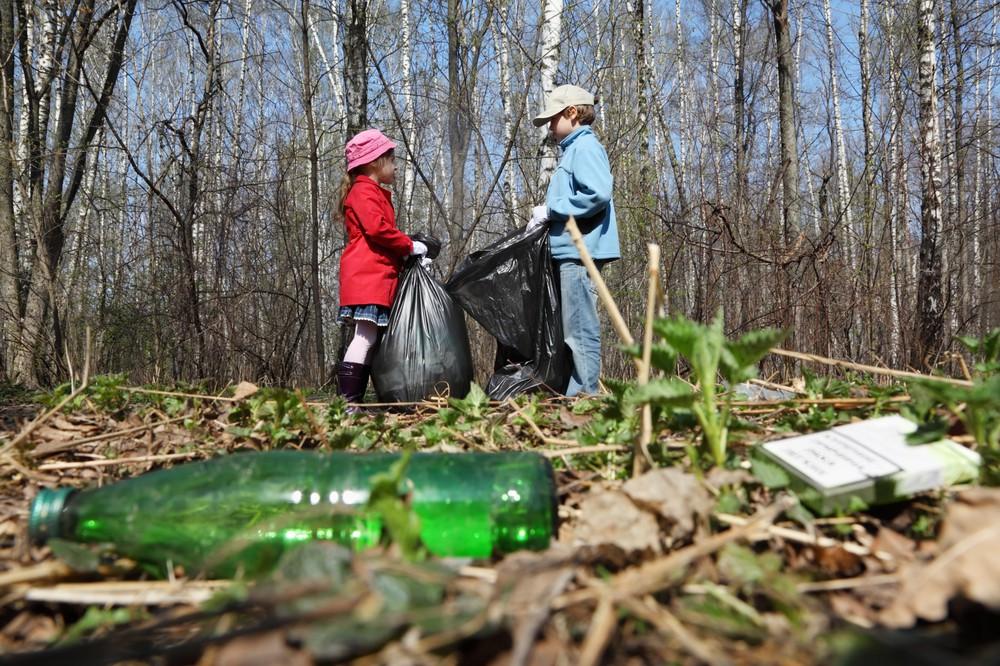 В Киеве прошел массовый челлендж по уборке мусора. Фото
