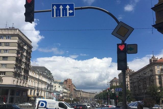 """Светофор в виде """"сердца"""" на Бессарабской площади заменили на обычный. Фото"""