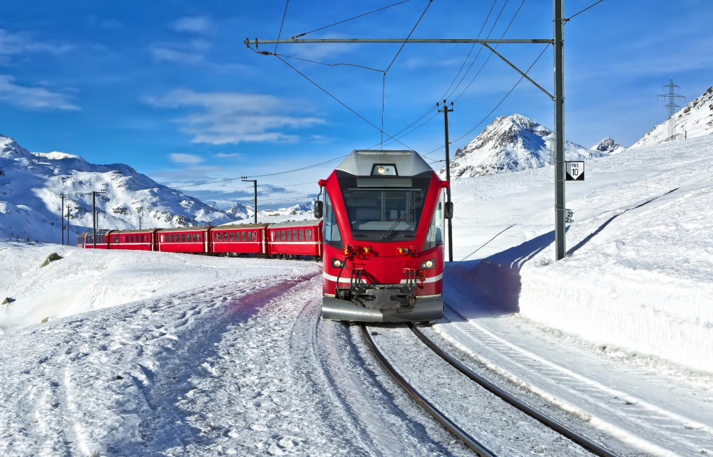 «Ледниковый экспресс» – самый медленный экспресс в мире. Этот поезд создан не для того, чтобы добраться из пункта А в пункт B, но для того, чтобы насладиться путешествием и роскошным пейзажем за окном