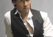 Руслан Алехно стал дизайнером  одежды.