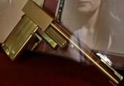 Из британской киностудии похищен золотой пистолет Джеймса Бонда