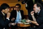 Президент Боливии угостил Оливера Стоуна кокой