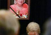Мирошниченко похоронили с аншлагом. Артисты просят премьера присвоить Малому оперному её имя