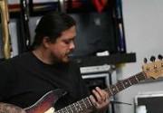 Басист Deftones вышел из комы