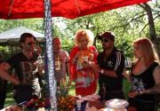 Оля Юнакова устроила пикник со стриптизом. Фото