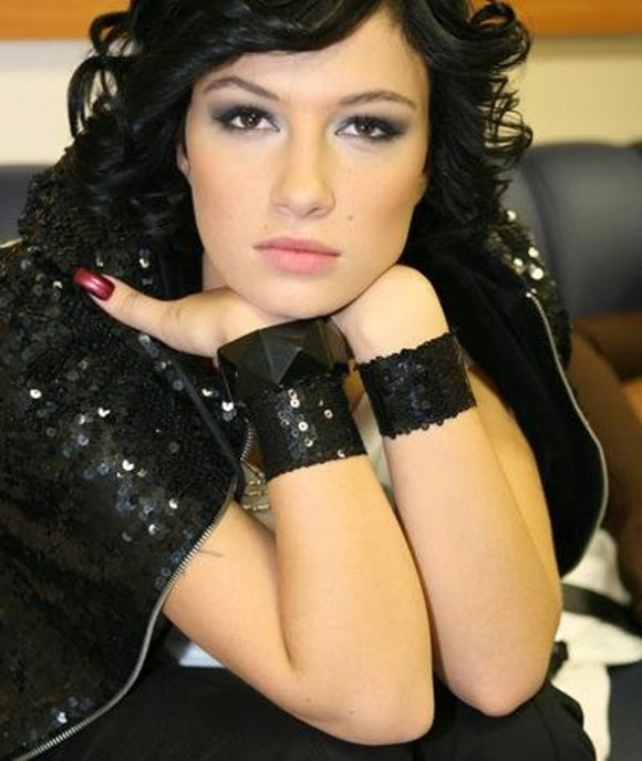 Анастасия Приходько наняла четырех охранников