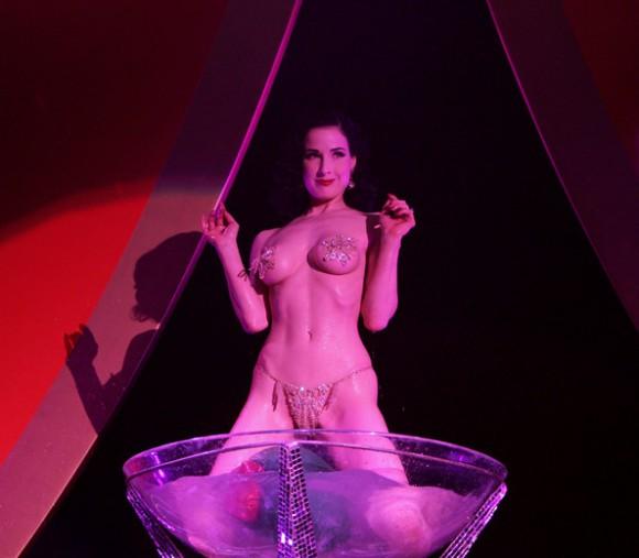 Бурлеск-дива Дита фон Тиз снялась в неожиданной фотосессии