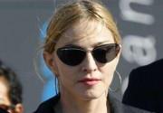 Мадонна посетила пострадавших при обрушении сцены в Марселе. Фото