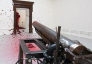 Британский скульптор расстреляет Академию художеств из пушки