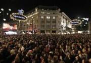 Джим Керри и Колин Ферт зажгли рождественские огни на улицах Лондона