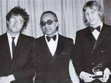 Аарон Шредер (в центре), фото с сайта Американского общества композиторов