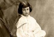"""Принадлежавший Алисе экземпляр """"Алисы в Зазеркалье"""" продан на аукционе"""