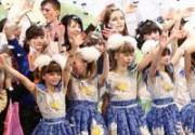 Дети заставили звезд объединиться. Фото