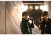 Ребята из дуэта EMOTION перевоплотились в ангела и демона. Фото
