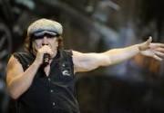 Вокалист AC/DC занялся сольным творчеством