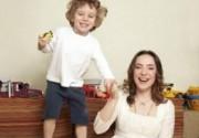 Тутта Ларсен занята материнскими хлопотам