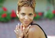 Экс-возлюбленный Холли Берри обнажился для рекламы