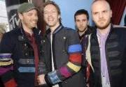 Лидер Coldplay наградил продюсера группы