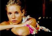 Сиенна Миллер не долго переживала разрыв с Джудом Лоу