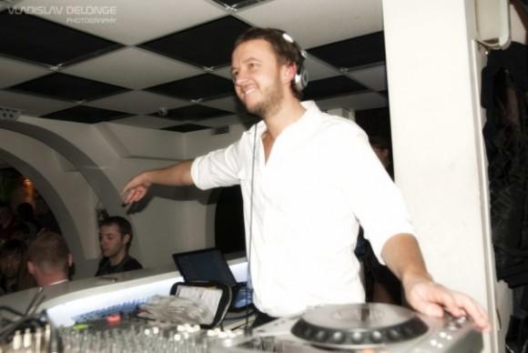 DJ Lutique начинает сотрудничество с Девушкой Блондой