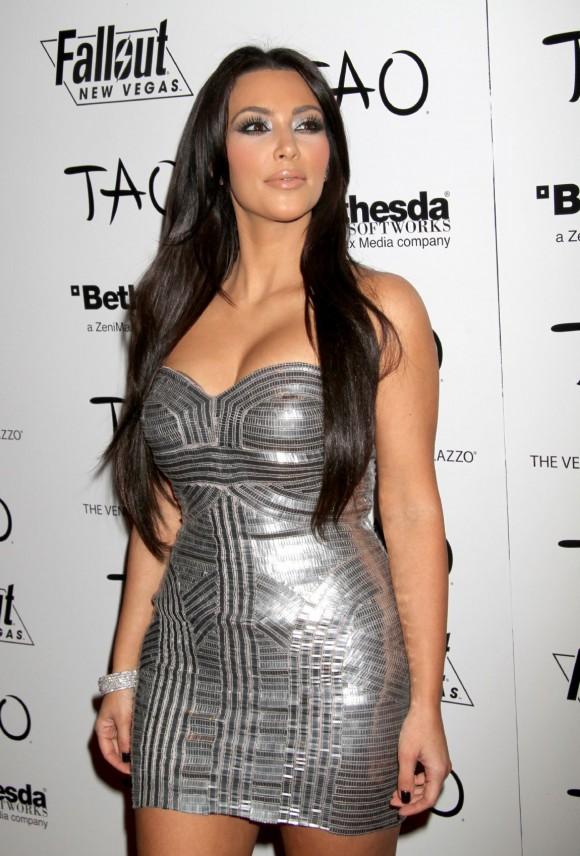 Ким Кардашян судится с пластическим хирургом