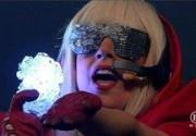 Lady GaGa чуть не погибла во время концерта в Хьюстоне. Видео