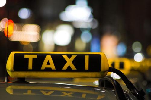 На столичных таксистов можно будет пожаловаться
