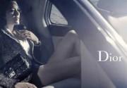 Марион Котийяр рекламирует сумки Dior с голыми ногами