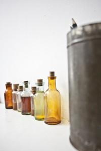Теперь  каждую пару обуви лейбла Kofta будут сопровождать уникальные парфюмерные композиции, разлитые в винтажные recycled фла