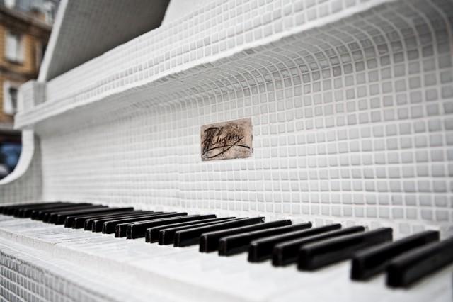 Клавиши бутафорские и звуков не издают