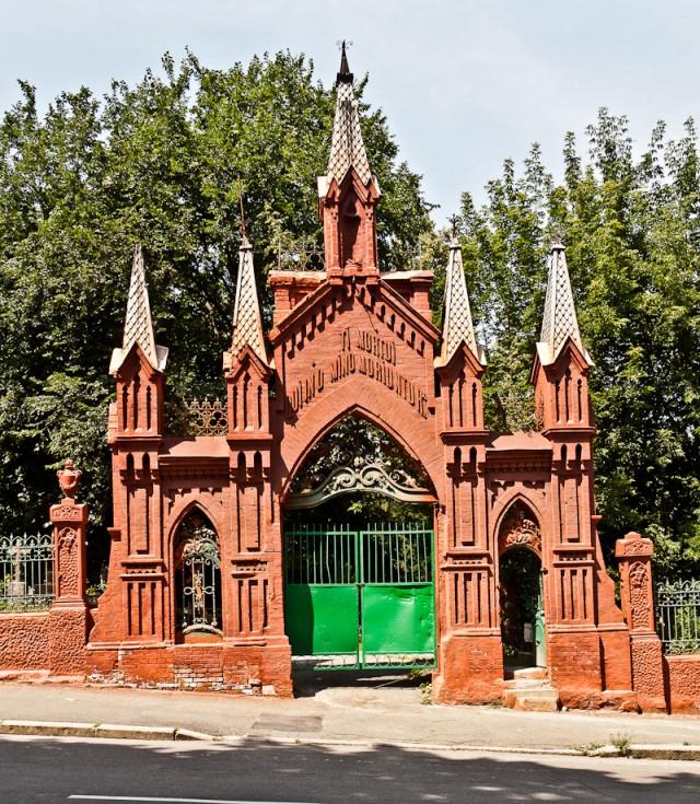 Ворота католической части