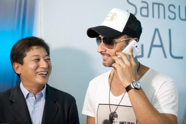 Президент компании «Samsung Electronics Украина» Юнгчул Парк и Андрей Кише