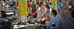 Как проходит праздничный обед в киевском храме Кришны